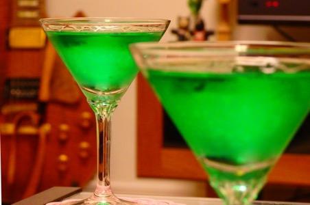 ふたつの緑色のカクテル