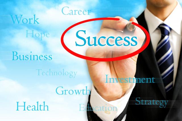 Successに赤まるを付けるビジネスマン
