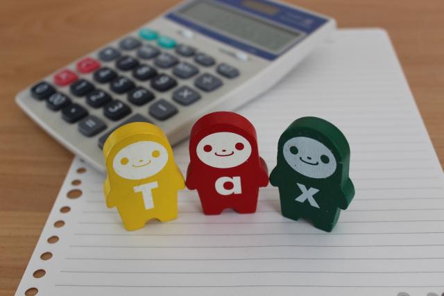 Tax人形と電卓