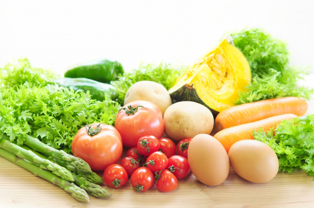 数種類の野菜と卵