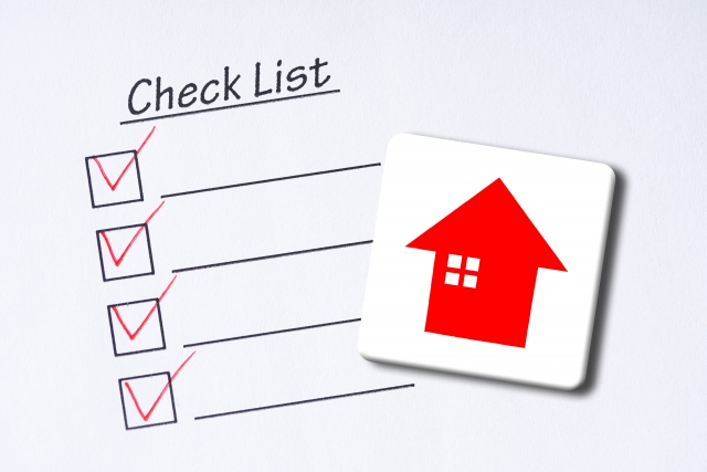 住宅とチェックリスト