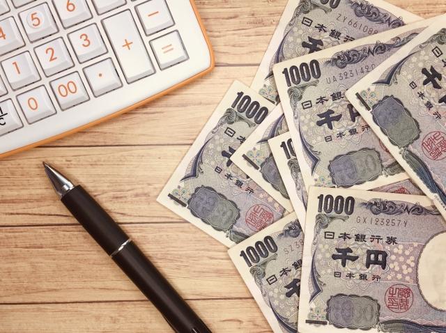 お金とペンと電卓